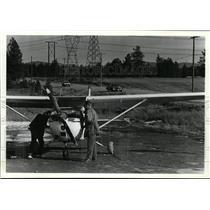 1991 Press Photo Small plane sits beside Idaho Highway 53 Harry Larned pilot