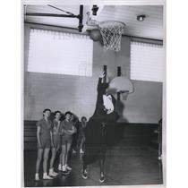 1956 Press Photo Sister Lawrence & basketball kids at Nazareth HS in Ill
