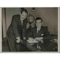 1933 Press Photo Col. Clarence Young Signs A Waiver For Pilot James Mattern