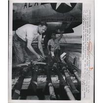 1950 Press Photo Douglas Aircraft armorers Paul McCool, JE Lauren - neb40261