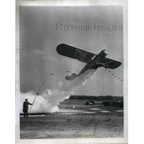 1950 Press Photo Piper 105 Super Cub Slowest flying craft with a dusting unit