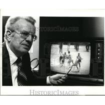 1977 Press Photo NBA Commissioner LAwrence O'Brien & tape of punching