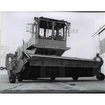1978 Press Photo New blower-sweeper unit at Spokane International Airport