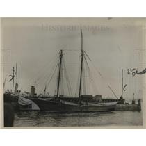 1923 Press Photo Mystery ship with broken mast found by Atlantic Coast Guard