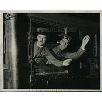 1933 Press Photo William Gilbertson && J Jackson Engineer & Stoker