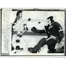 1973 Press Photo Goalie Roy Edwards of Red Wings vs Ab DeMarco of Blues