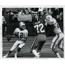 1977 Press Photo QB Bob Griese of Dolphins vs 49ers at Miami Florida - nes46019