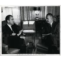 1968 Press Photo Pres Elect Nixon and VP Agnew discuss role in administration