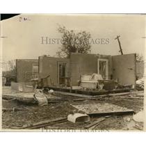 1927 Press Photo Mr & Mrs EW Edwards & 3 Children Survived  Tornado