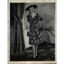 1944 Press Photo Woman wears afternoon dress of black balloon cloth - nee92983