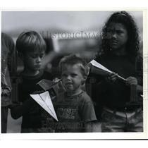 1994 Press Photo Kids Line up for Paper Airplane Contest Felts Field Air Show