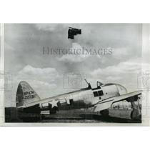 1946 Press Photo A dummy pilot was catapulted into the air from a test plane