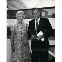 1967 Press Photo Mrs. Eric A. Johnston and Rene E. Siebert at United Ceremony