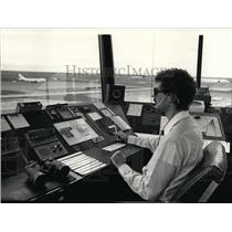 1987 Press Photo Roger Ederle Air Traffic Controller Grant Co. Airport