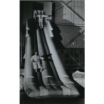 1989 Press Photo Inflatable slides of the 747 superjet tested in Seattle, Wash