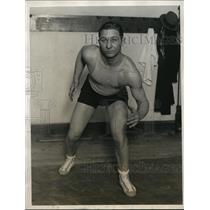 1928 Press Photo Northwestern U wrestler Everette McLaury at training