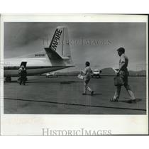 1993 Press Photo Passengers board an Empire Airlines flight to Spokane.
