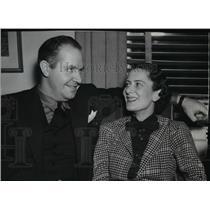 1937 Press Photo James J Mattern World Aviator with his fiancee Dorothy Harvey