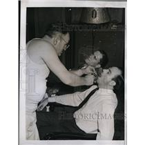 1941 Press Photo Doctor Charles Jorgsensen examines Pirates Dadis Swigart, Dietz