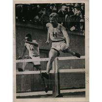 1921 Press Photo C.O. Krogness of Harvard wins 120-yard high hurdles - net00965