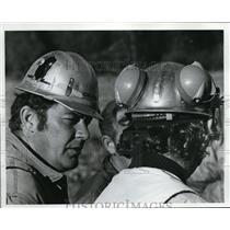 1974 Press Photo Tony Percival, Bill Selby at Helipad Near Keller Butte