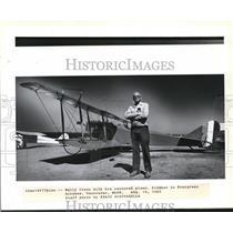 1983 Press Photo Wally Olson with restored plane JNH Jenny - ora99483