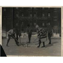 1925 Press Photo Hockey played in Quebec using champagne in a bucket as a puck