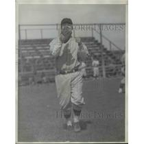 1930 Press Photo Pittsburgh Pirates player Fraser at a practice session