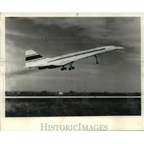 1972 Press Photo Concorde prototype takes off during test flight - mja04208