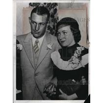 1933 Press Photo Detroit Tigers outfielder Jo-Jo White with girlfriend