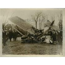 1930 Press Photo Wreckage of plane that crashed after hitting radio antenna