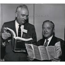 1961 Press Photo Tom Croson and Harold Crary holding aviation guides - spa23229