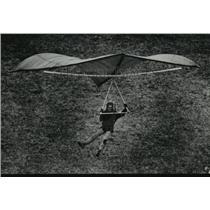 1974 Press Photo Jack Macadon testing a sky sail on the near Water Power Park