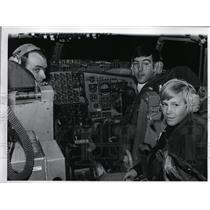 1973 Press Photo Capt. Joe Nyaz, Lt. Joe Fuorillo and Steve at the cockpit
