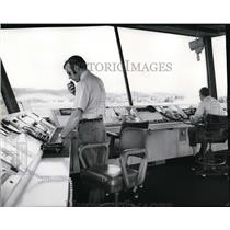 1972 Press Photo Philip Glover and Duane Cook at control tower in Felts Field