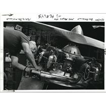 1989 Press Photo Don Generaut Works On The Engine Of His 1942 Meyers OTW Biplane