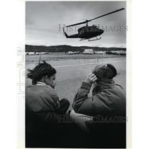1987 Press Photo Natasha Collett and Chad Holeman watch the Air Force helicopter