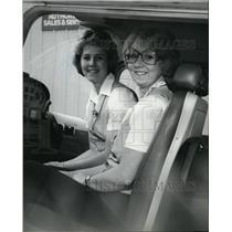 1980 Press Photo Airplane Pilots Kathy and Karen Hirte - spa22225