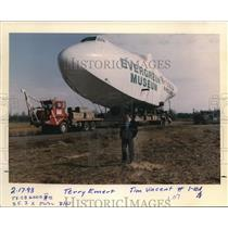 1993 Press Photo Terry Emmert surveys the Hughes HK-1 flying boat - ora99494