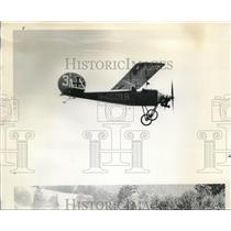 1969 Press Photo Red Baron impersonator flies replica of 1913 Eindekker Pfaiz