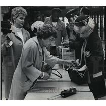 1973 Press Photo Security checks for check-in luggage before boarding plane
