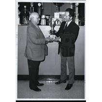 1976 Press Photo Brig Gen Kilford R Wallace Spokane pilot and Carl Litzenberger