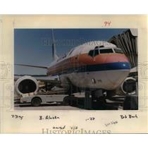 1995 Press Photo United Airlines Plane At Gate - ora99097