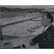 1968 Press Photo Veteran Air Controller Stanley A. Mowrey surveys Felts Field