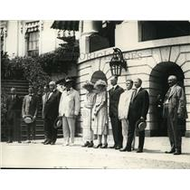 1921 Press Photo President Harding & Wyoming Delegation with Cowpuncher's Hat