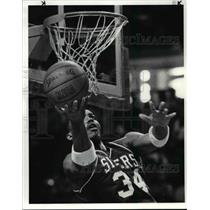 1985 Press Photo Charles Barkley goes to the basket during the second quarter.