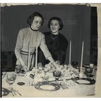 1937 Press Photo Dorothy Olson & Betty Leach at luncheon on N. Wahl avenue