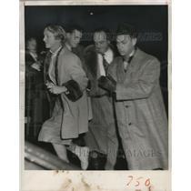 1954 Press Photo Mrs. Frederick Sr. rushes up the steps of Johnston Emergency