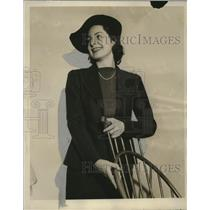 1938 Press Photo Mary Jane Dross, model Schuster's College campus Clothes revue
