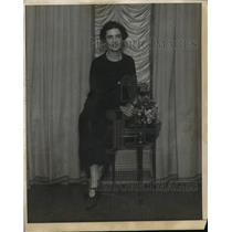 1925 Press Photo New York Mrs. Clarence Hay helps at Bazaar de Charite NYC.